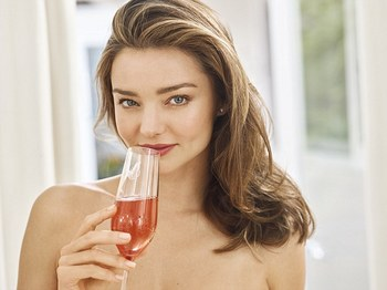 2E7DB39300000578-3320194-FEMAIL_caught_up_with_supermodel_Miranda_Kerr_35_to_discover_the-a-27_1447669481083.jpg