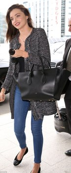 2FA48BE600000578-3376015-So_long_farewell_Miranda_Kerr_looked_effortlessly_chic_as_she_st-m-1_1451290392430.jpg