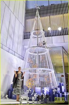 miranda-kerr-launches-swarovski-jewelry-collection-in-tokyo-05.jpg
